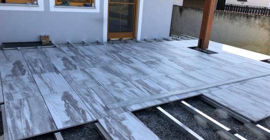 Terrasse 2cm Feinsteinzeug auf Alu-Unterkonstruktion