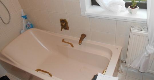 Umbau Badewanne auf Dusche, Duschumbau vorher